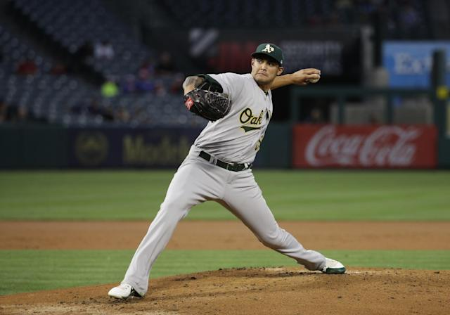 "Oakland's <a class=""link rapid-noclick-resp"" href=""/mlb/players/9582/"" data-ylk=""slk:Sean Manaea"">Sean Manaea</a> was pulled after two innings in Anaheim with a shoulder injury (AP Photo/Jae C. Hong)"