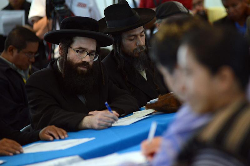 Members of the Orthodox Jewish community attend a meeting with leaders of San Juan La Laguna community at the headquarters of the Human Rights Office in Guatemala City, on August 27, 2014 (AFP Photo/Johan Ordonez)