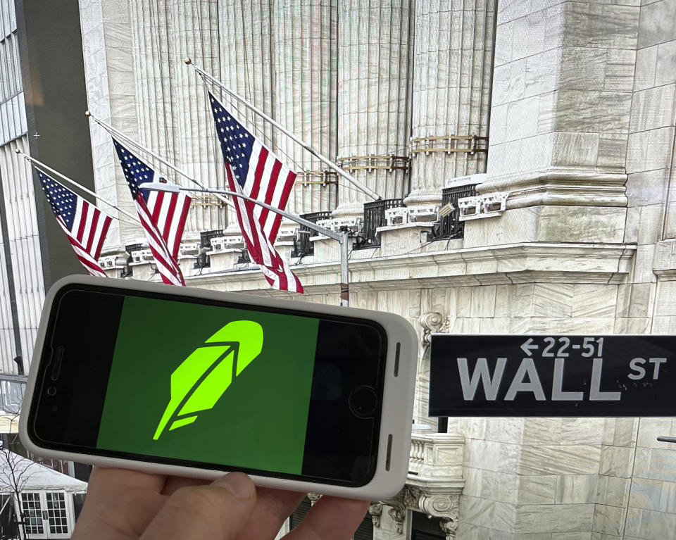 Photo by: STRF/STAR MAX/IPx 2021 5/31/21 Robinhood to allow retail investors to buy Initial Public Offerings.