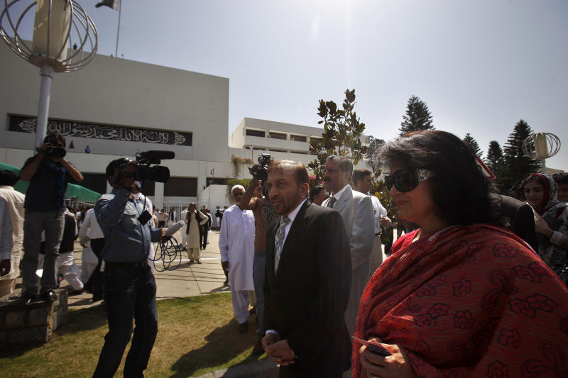 Pakistan's newly elected parliamentarians, right, arrive to attend the first National Assembly session in Islamabad, Pakistan, Saturday, June 1, 2013. Newly elected members of Pakistan's National Assembly were sworn in Saturday, officially marking the first transition of power between democratically elected civilian governments in the nearly 66-year history of this coup-prone country. (AP Photo/Anjum Naveed)