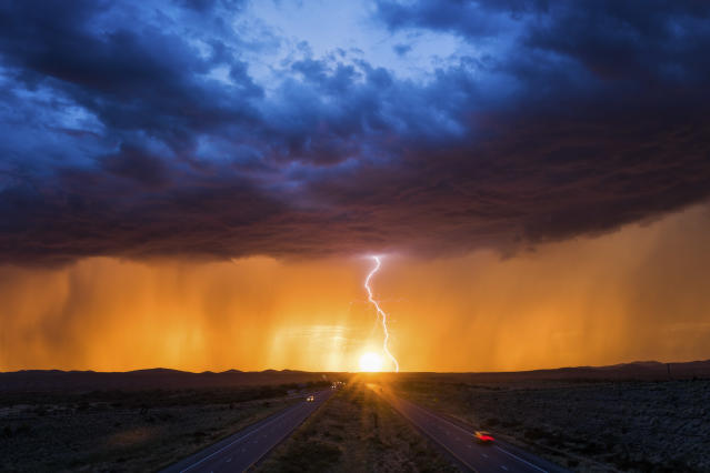 <p>A stunning monsoon sunset coupled with intense lightning creating an amazing scene on Aug. 26, 2017. (Photo: Mike Olbinski/Caters News) </p>