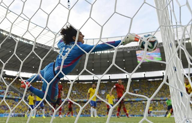 Mexico's goalkeeper Guillermo Ochoa dives for the ball during the Group A clash against Brazil at the Castelao Stadium in Fortaleza, June 17, 2014 (AFP Photo/Yuri Cortez)