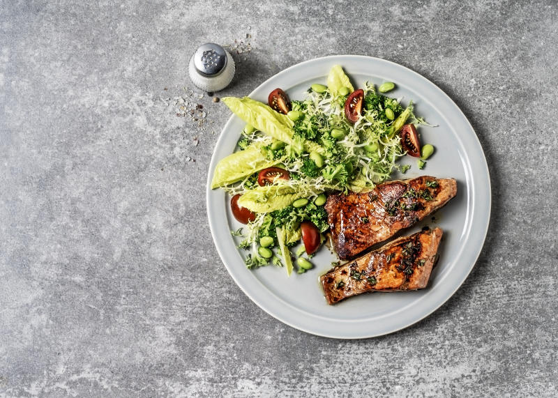 A plate of pan seared salmon with fresh salad. (Photo: Getty Images)