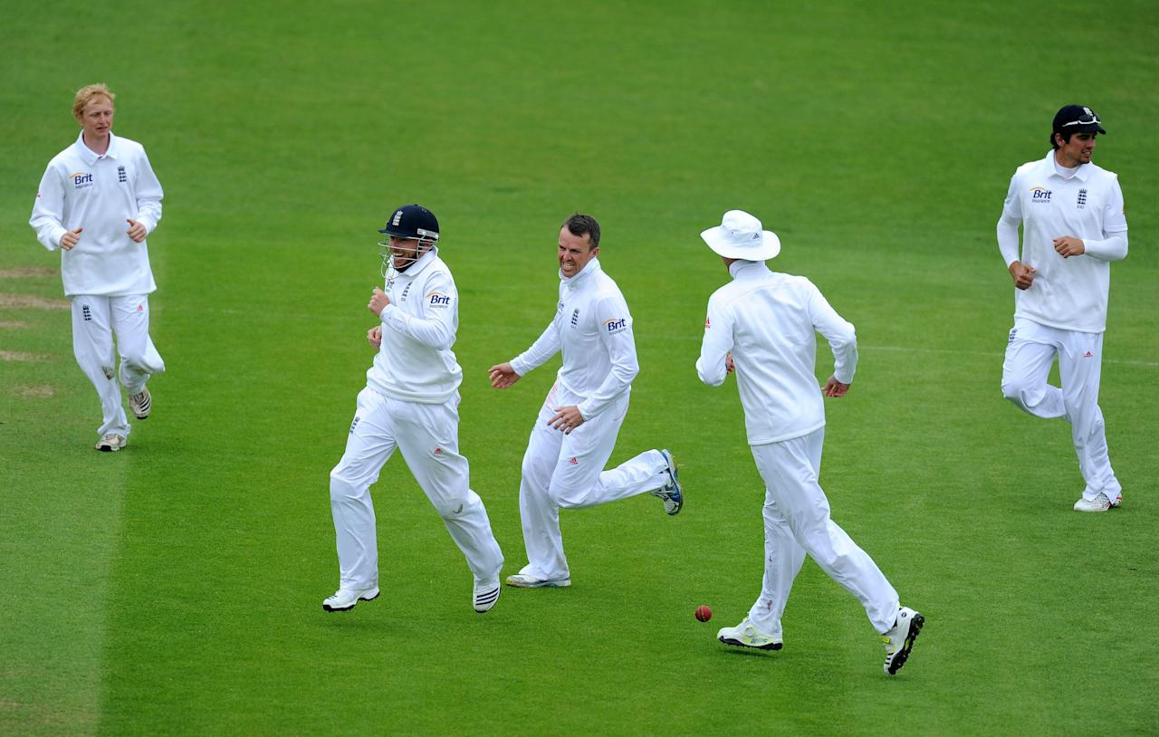 England's Graeme Swann (centre) and Ian Bell (second left) who caught out New Zealand's Doug Bracewell celebrate taking his wicket during the Second Investec Test match at Headingley, Leeds.