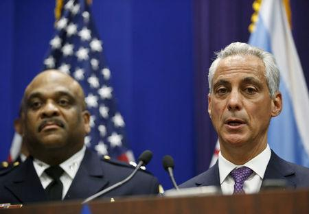 FILE PHOTO: Chicago Mayor Rahm Emanuel announces the appointment of Eddie Johnson (L) as the Interim Superintendent of the Chicago Police Department during a news conference in Chicago, Illinois, U.S., March 28, 2016.  REUTERS/Kamil Krzaczynski/File Photo
