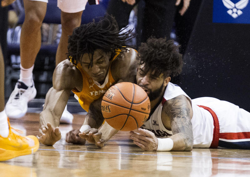 No. 7 Tennessee beats No. 1 Gonzaga 76-73 in Phoenix