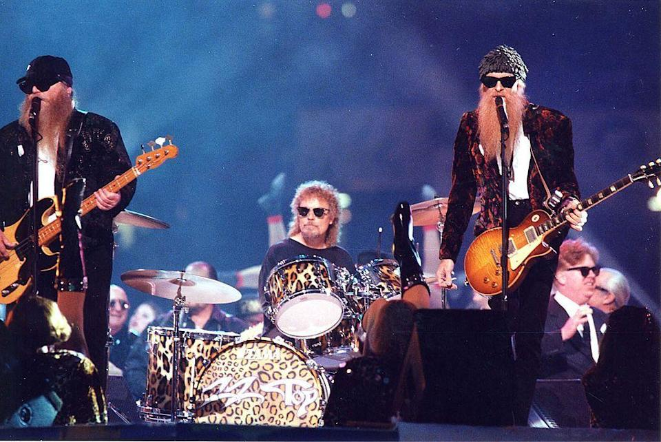 <p>Billy Gibbons and Dusty Hill wore velvet blazers for their performance. </p>