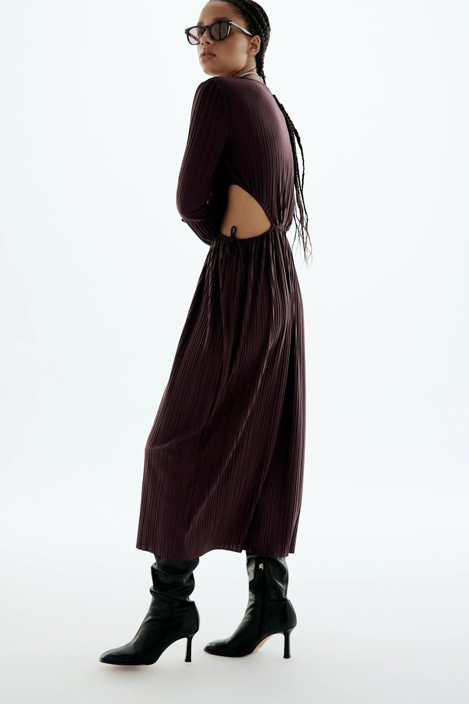 <p>Who said sexy and comfy don't mix? We love the versatility of this <span>Zara Cut Out Pleated Dress</span> ($46).</p>