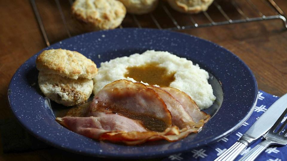 """<div><p>""""If you're doing Virginia country ham, then you have to have red-eye gravy with it."""" </p><p>—<a href=""""https://www.reddit.com/user/CatMasterSquee/"""" rel=""""nofollow noopener"""" target=""""_blank"""" data-ylk=""""slk:u/CatMasterSquee"""" class=""""link rapid-noclick-resp"""">u/CatMasterSquee</a></p><p><b>Runner-up:</b> """"If I were picking a Virginian dish, I'd probably go with Brunswick stew. Especially because I believe it originated in Virginia."""" —<a href=""""https://www.reddit.com/user/jackdoug90/"""" rel=""""nofollow noopener"""" target=""""_blank"""" data-ylk=""""slk:u/jackdoug90"""" class=""""link rapid-noclick-resp"""">u/jackdoug90</a></p></div><span> Chicago Tribune / Tribune News Service via Getty Images</span>"""