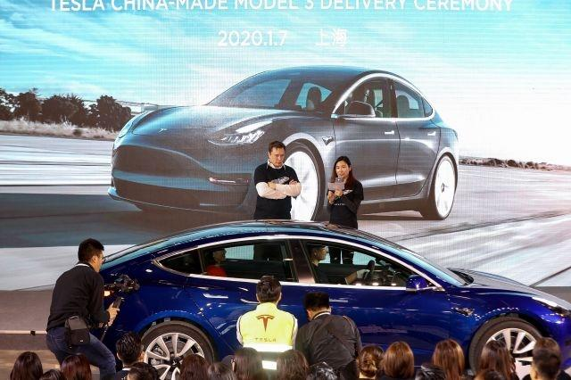 Musk hands over made-in-China Teslas to early buyers in Shanghai