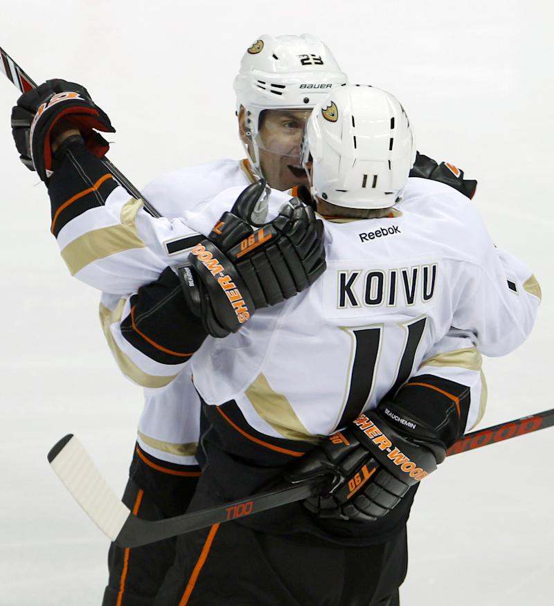 Perreault scores at 4:55 of OT to lift Ducks 4-3