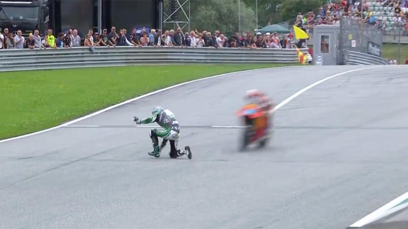 Remy Gardner avoided a disaster after he crashed at the Moto2 in Austria. (Image: Fox Sports)