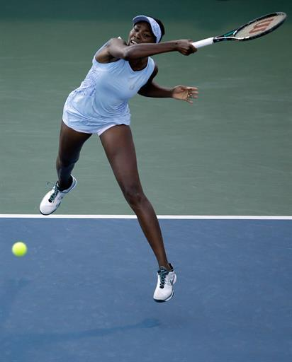 Tennis - Venus advances at Stanford with Serena up next