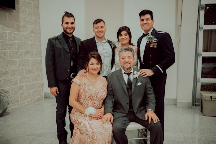 Dalila and Juan Perez with their four children.&nbsp; (Photo: <a href=&quot;https://www.instagram.com/kbphotoco/?hl=hi&quot; target=&quot;_blank&quot;>KB Photo </a>)