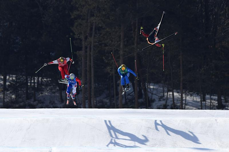 Frightening crashes overshadow men's ski cross