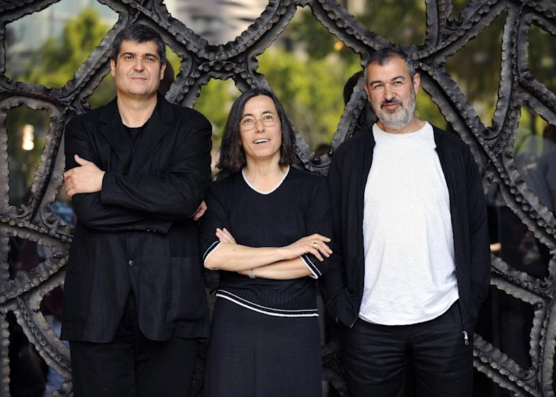 Spanish architects (from left to right) Ramon Vilalta, Carme Pigem and Rafael Aranda, photographed in 2009 (AFP Photo/LLUIS GENE)