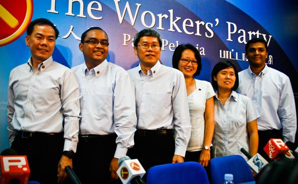 Watson Chong (extreme left), financial consultant Mohd Fazli Talib, businessman Png Eng Huat, party chairman Sylvia Lim, social worker Frieda Chan and Sajeev Kamalasanan. (Yahoo! photo)
