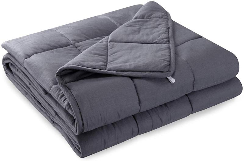"""<a href=""""https://amzn.to/2OQZpkR"""" target=""""_blank"""" rel=""""noopener noreferrer"""">Anjee Weighted Blanket for Sleeping, Amazon, </a>&pound;69.99 (Photo: Huffington Post UK )"""