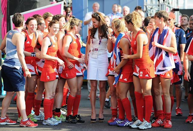 LONDON, ENGLAND - AUGUST 10: Catherine, Duchess of Cambridge (C) talks to Team GB after their Women's Hockey bronze medal match against New Zealand on Day 14 of the London 2012 Olympic Games at Riverbank Arena Hockey Centre on August 10, 2012 in London, England. (Photo by Pascal Le Segretain/Getty Images)