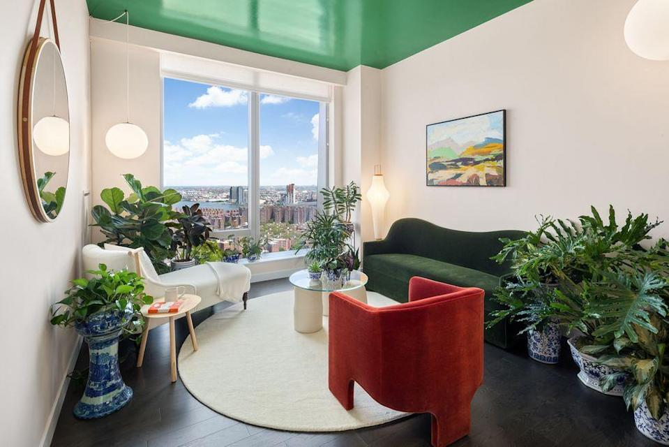 <p>Hidden in the concrete jungle is the Urban Gardener's oasis. Light spills from floor-to-ceiling windows into this paradise, illuminating the intersection between domesticity and nature. </p>