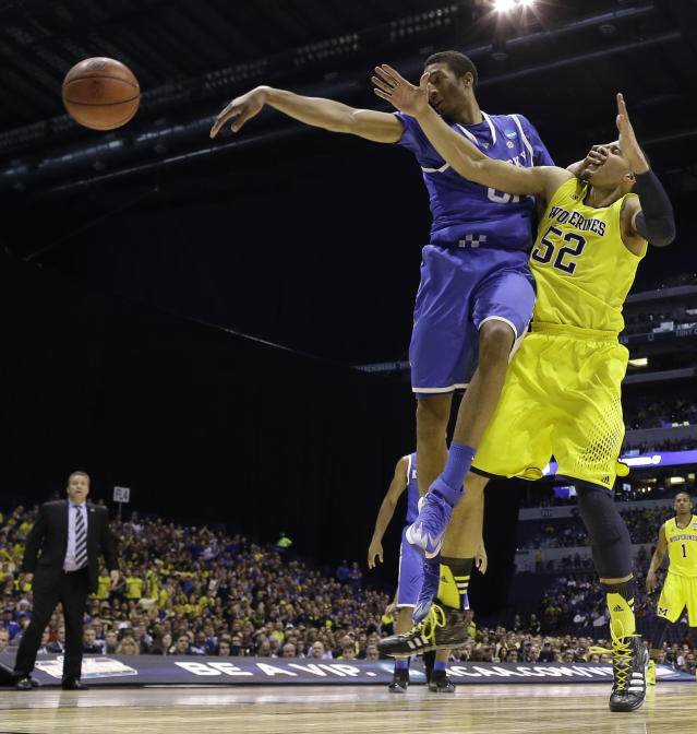 Kentucky's Marcus Lee (00) and Michigan's Jordan Morgan (52) go after a rebound during the first half of an NCAA Midwest Regional final college basketball tournament game Sunday, March 30, 2014, in Indianapolis. (AP Photo/David J. Phillip)