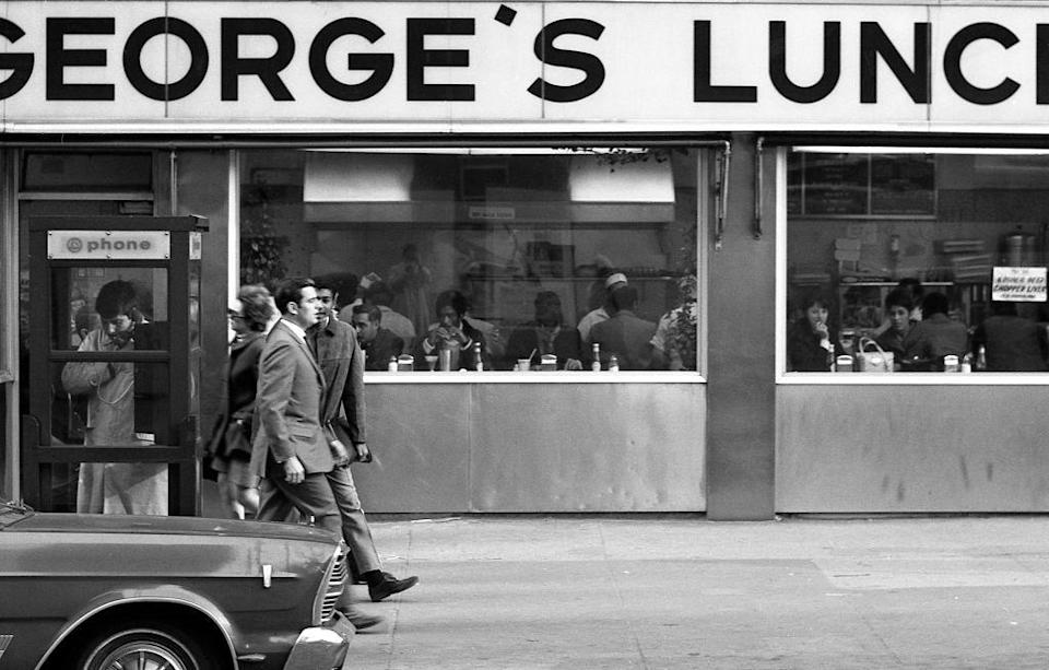 <p>This eatery in downtown Manhattan is still pretty crowded despite the fact that diners weren't the attraction they used to be by the time the '70s came around.</p>