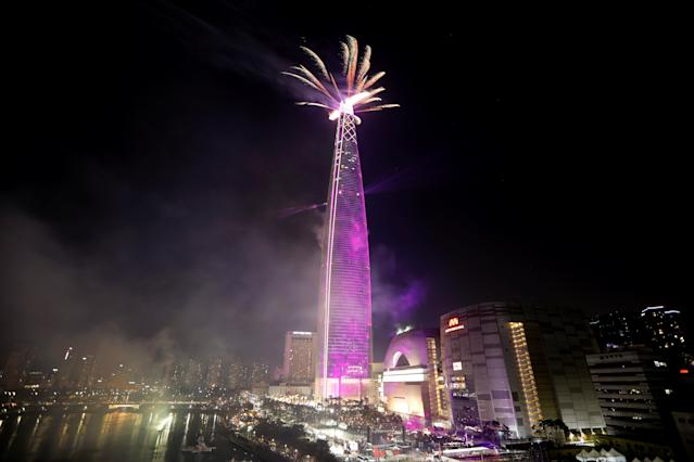 <p>Fireworks explode over Lotte Group's 123-storey skyscraper Lotte World Tower as it is illuminated during New Year celebration in Seoul, South Korea, January 1, 2018. (Photo: Kim Hong-Ji/Reuters) </p>