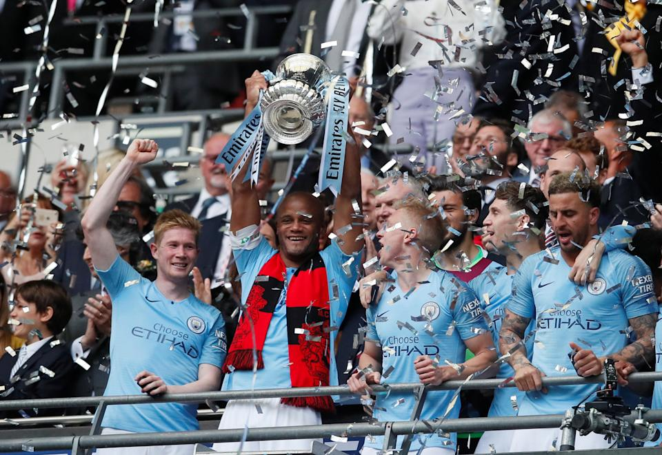 Soccer Football -  FA Cup Final - Manchester City v Watford - Wembley Stadium, London, Britain - May 18, 2019  Manchester City's Vincent Kompany lifts the trophy as they celebrate after winning the FA Cup                  REUTERS/David Klein