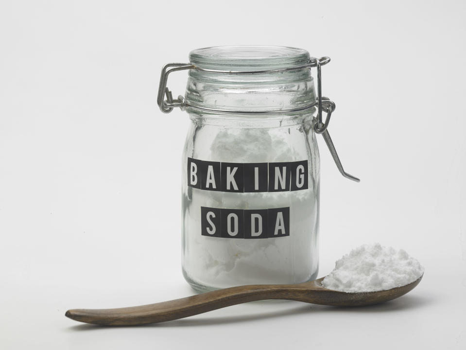 <p>All you need for this one is some baking soda (bicarbonate of soda) and a sample of your pee. Pour roughly the same amount of urine onto baking soda and watch out if it fizzes. If it does supposedly having a boy. If nothing happens and it stays flat, you're team girl. [Photo: Getty] </p>