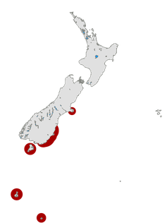 A map of New Zealand with yellow-eyed penguin colonies highlighted in red.