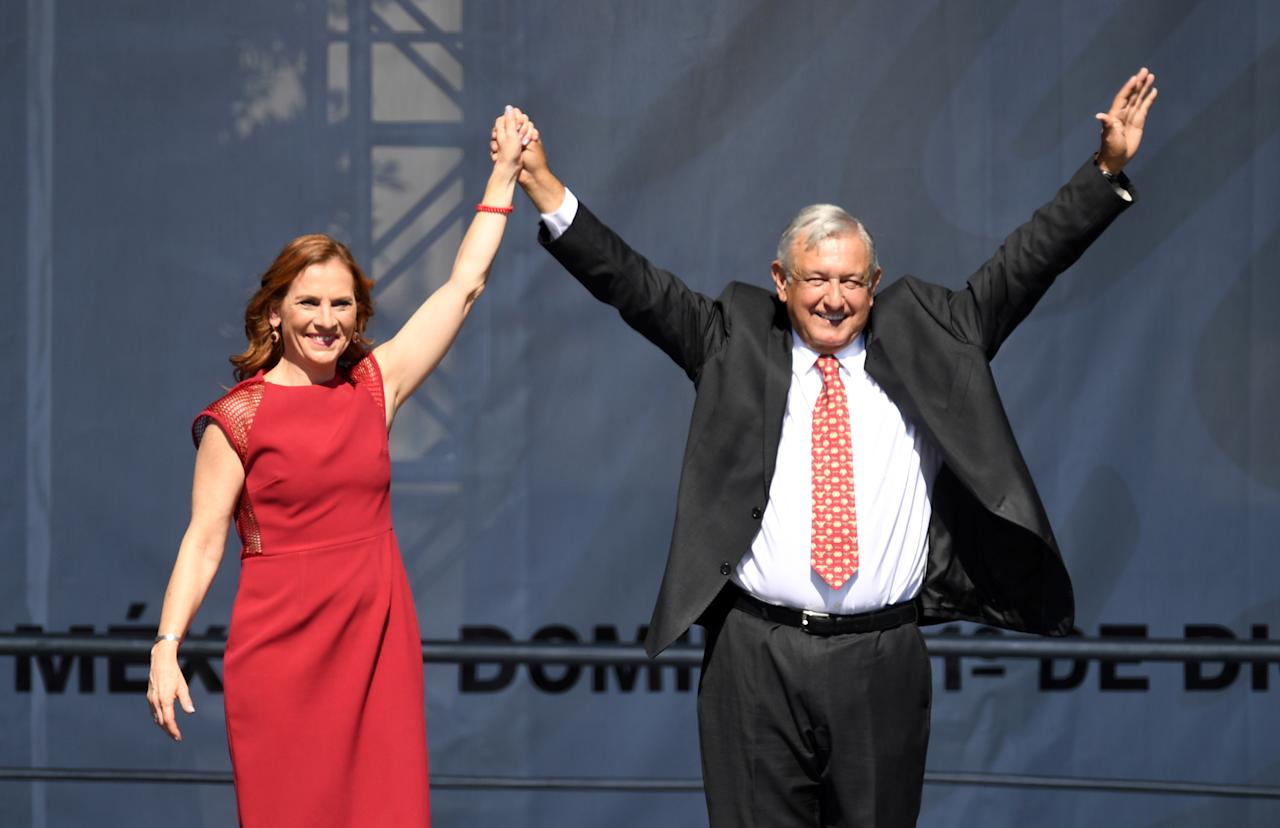 Presidente Andres Manuel Lopez Obrador con su esposa Beatriz Gutierrez Muller December 1, 2019. (Photo by PEDRO PARDO / AFP) (Photo by PEDRO PARDO/AFP via Getty Images)