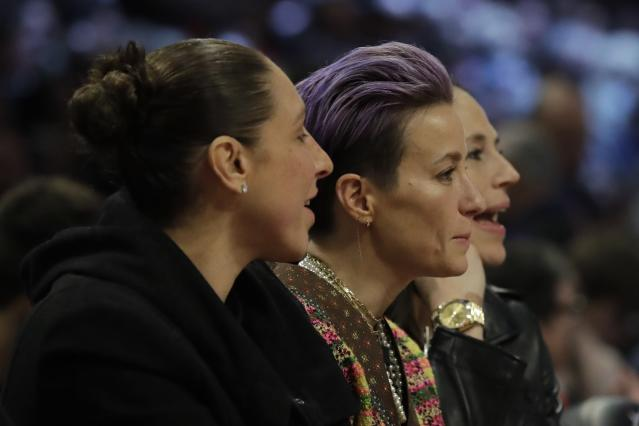 "<a class=""link rapid-noclick-resp"" href=""/wnba/players/628/"" data-ylk=""slk:Diana Taurasi"">Diana Taurasi</a>, Megan Rapinoe and <a class=""link rapid-noclick-resp"" href=""/wnba/players/500/"" data-ylk=""slk:Sue Bird"">Sue Bird</a> and Penny Taylor kept the attention of thousands for four hours Saturday night just talking. (AP Photo/Nam Huh)"