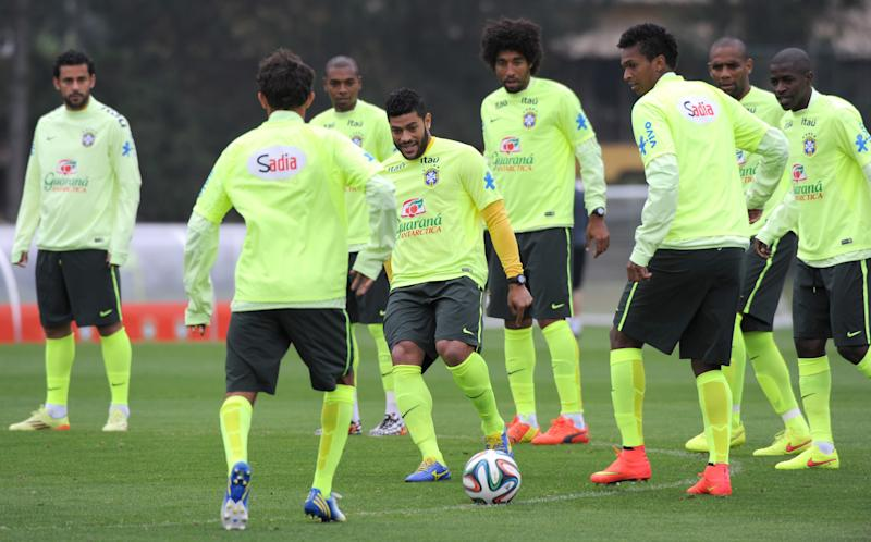 Brazil's Hulk (C) controls the ball during a training session for the FIFA World Cup in Teresopolis on June 21, 2014