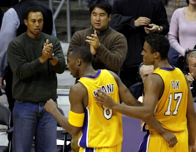 Tiger Woods cheers on Kobe Bryant. (Reuters/Mike Blake)
