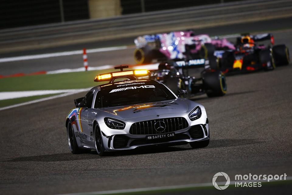 "Safety Car Lewis Hamilton, Mercedes F1 W11, Max Verstappen, Red Bull Racing RB16, Sergio Pérez, Racing Point RP20<span class=""copyright"">Andy Hone / Motorsport Images</span>"
