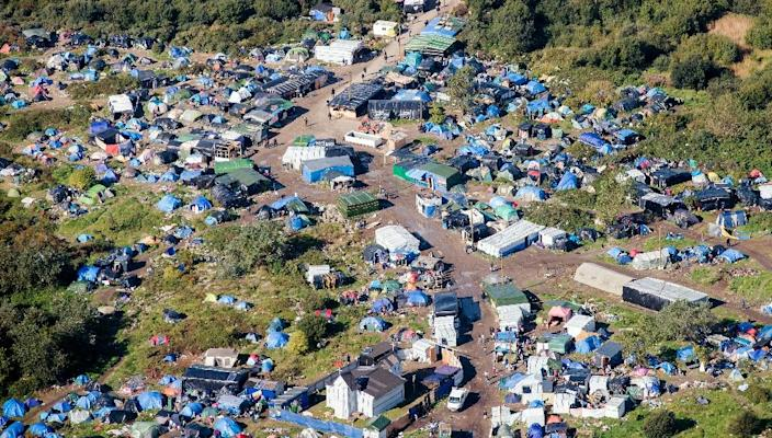 """An aerial picture taken on October 8, 2015 shows the """"New Jungle"""" migrants camp where some 3,500 people live, near the port of Calais, northern France (AFP Photo/Denis Charlet)"""