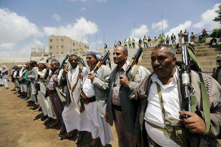 Tribesmen loyal to the Houthi movement attend a gathering in Yemen's capital Sanaa, April 17, 2016. REUTERS/Khaled Abdullah