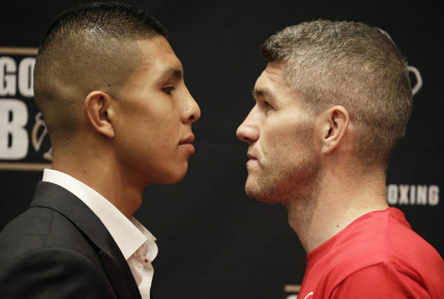 "Jaime Munguia, left, and <a class=""link rapid-noclick-resp"" href=""/ncaaf/players/267308/"" data-ylk=""slk:Liam Smith"">Liam Smith</a> pose for photographers during a news conference Thursday, July 19, 2018, in Las Vegas. (AP)"