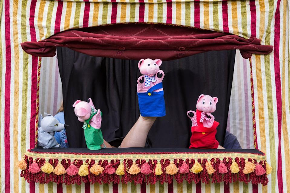 <p>Whether you're using finger puppets, stuffed animals, or old-school puppets (hey, painted hands work too), a puppet show is fun for the whole family! </p>