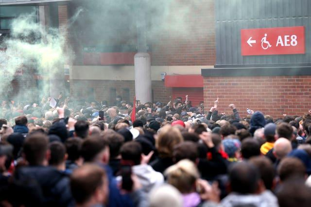Manchester United fans protesting