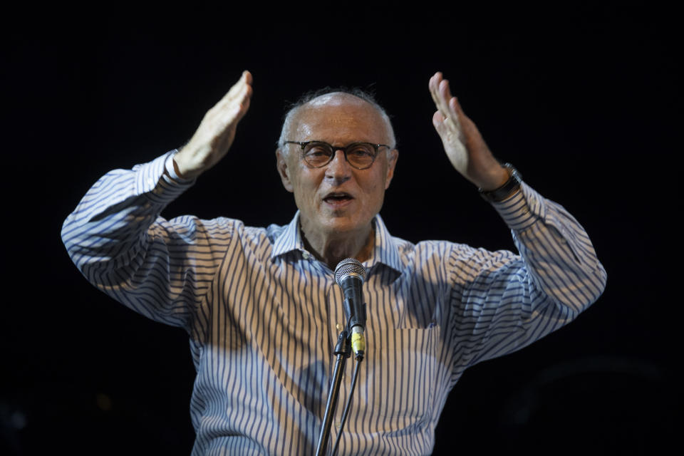 Sao Paulo's councilman from Workers Party (PT) Eduardo Suplicy sings during a rally of Brazilian leftist parties at Circo Voador in Rio de Janeiro, Brazil, on April 02, 2018.  The chief justice of Brazil's Supreme Court urged calm and warned against violence Monday ahead of a ruling that could send former president Luiz Inacio Lula da Silva to prison -- or give him a get-out-of-jail card. / AFP PHOTO / Mauro Pimentel        (Photo credit should read MAURO PIMENTEL/AFP via Getty Images)