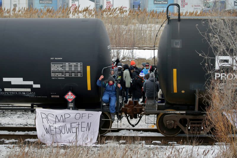 Canada seeks peaceful end to rail blockade as pressure builds