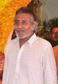 <p>A four-time MP, the late Vinod Khanna joined the Bharatiya Janata Party in 1997. In 1998, he was elected from the Gurdaspur constituency in Punjab and became a Lok Sabha MP. Khanna was a star campaigner for BJP, managing to pull huge crowds wherever he went.<br>In July 2002, Khanna became the Union Minister of Culture and Tourism under the then Vajpayee Government. Six months later, in 2002, he was inducted in the Ministry of External Affairs as a Minister of State.<br>Though he lost the 2009 general elections, Khanna was again elected in 2014 general elections from the Gurdaspur constituency. According to PRS data, Khanna attended 50 percent of parliament proceedings. </p>