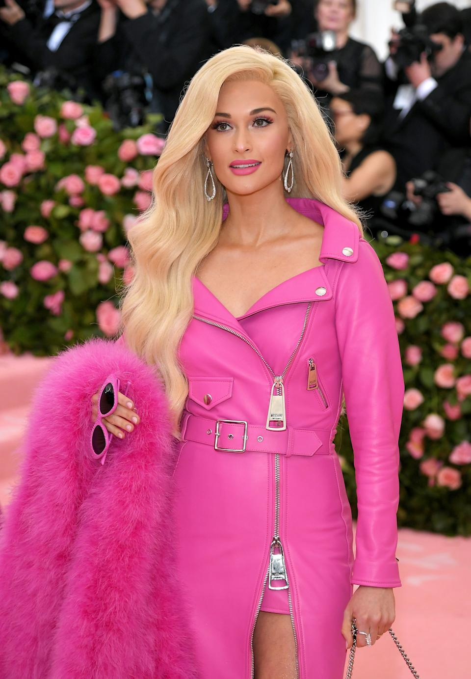 """<h1 class=""""title"""">Kacey Musgraves in Moschino by Jeremy Scott wearing Forevermark jewelry</h1><cite class=""""credit"""">Photo: Getty Images</cite>"""