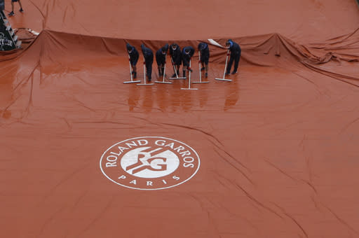 The Latest: Nadal beats Sinner in French Open quarters