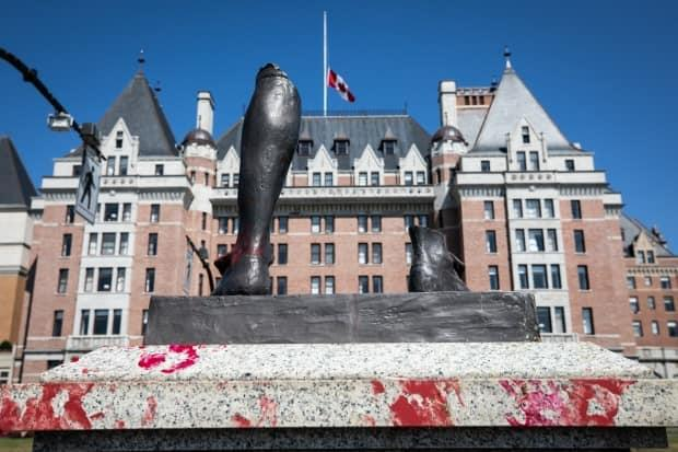 A statue of 18th century British explorer Capt. James Cook was pulled down and thrown into Victoria's Inner Harbour on the evening of July 1. What remains is the broken shoe and leg of the statue on its pedestal.  (Mike McArthur/CBC - image credit)