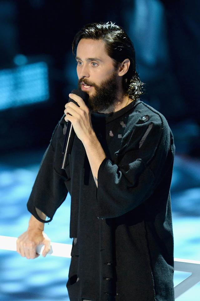 <p>Jared Leto speaks during the VMAs. (Photo: Michael Loccisano/Getty Images) </p>