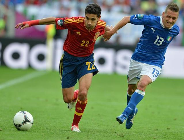 Italian midfielder Emanuele Giaccherini (R) vies with Spanish midfielder Jesus Navas during the Euro 2012 championships football match Spain vs Italy on June 10, 2012 at the Gdansk Arena. AFP PHOTO / GABRIEL BOUYSGABRIEL BOUYS/AFP/GettyImages