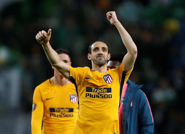 Soccer Football - Europa League Quarter Final Second Leg - Sporting CP v Atletico Madrid - Estadio Jose Alvalade, Lisbon, Portugal - April 12, 2018 Atletico Madrid's Juanfran celebrates at the end of the match REUTERS/Pedro Nunes