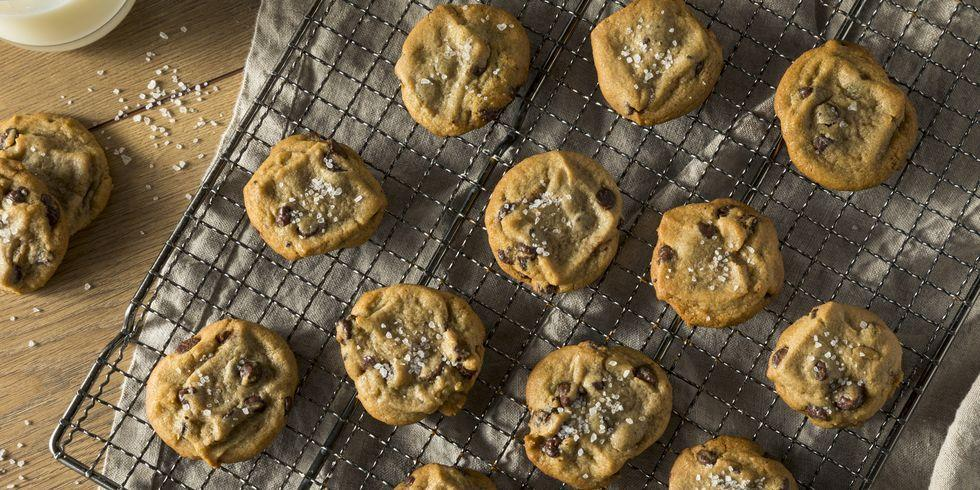 <p>Whether you're a hesitant beginner or a consummate professional, everyone who sets foot in a kitchen needs a refresher on the basics sometimes. Here, in no particular order, Delish editors walk you through the cooking tips that changed their lives—and the ones they know will change yours, too.</p>